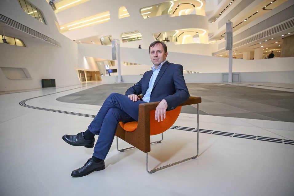 """""""Einer der wichtigsten Mechanismen ist Reputation"""" sagt Prof. Dr. Guido Schäfer. Vertrauen spielt eine zentrale Rolle – auch bei Banken."""